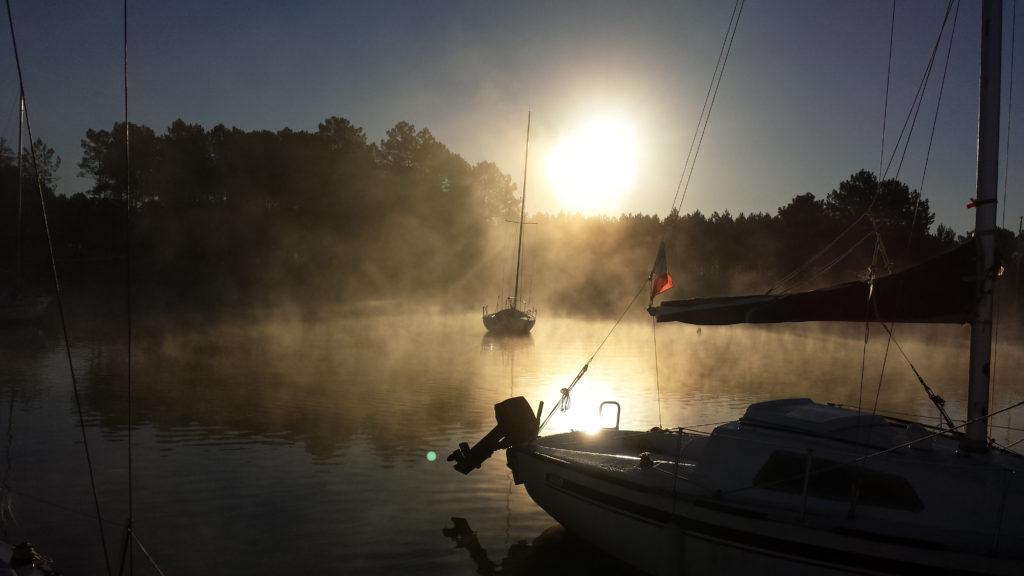 soleil levant sur le port